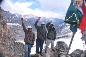 Our three friends at the pass. Ki ki so so lehergyalo